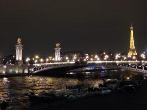 Pod mostami Paryża