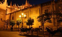 """Sevilla to stolica Andaluzji. Uchodzi za kolebkę andaluzyjskiego folkloru """"flamenco"""". Ale to także miasto barów tapas, chyba najlepszych w Andaluzji, nocnych imprez, przepięknych parków i imponujących zabytków."""