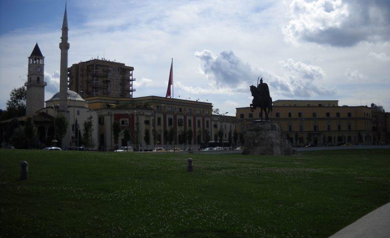 Tirana – fascynujący chaos