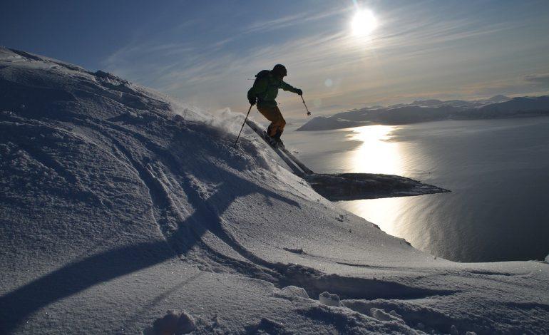 70 proc. Polaków spędzi ferie na nartach. GOPR w specjalnie przygotowanych zimowych miasteczkach będzie uczył zasad bezpieczeństwa na stoku