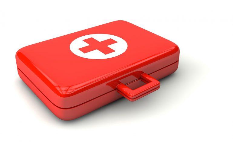 Apteczka na wyjazd – jakie leki i wyposażenie spakować?